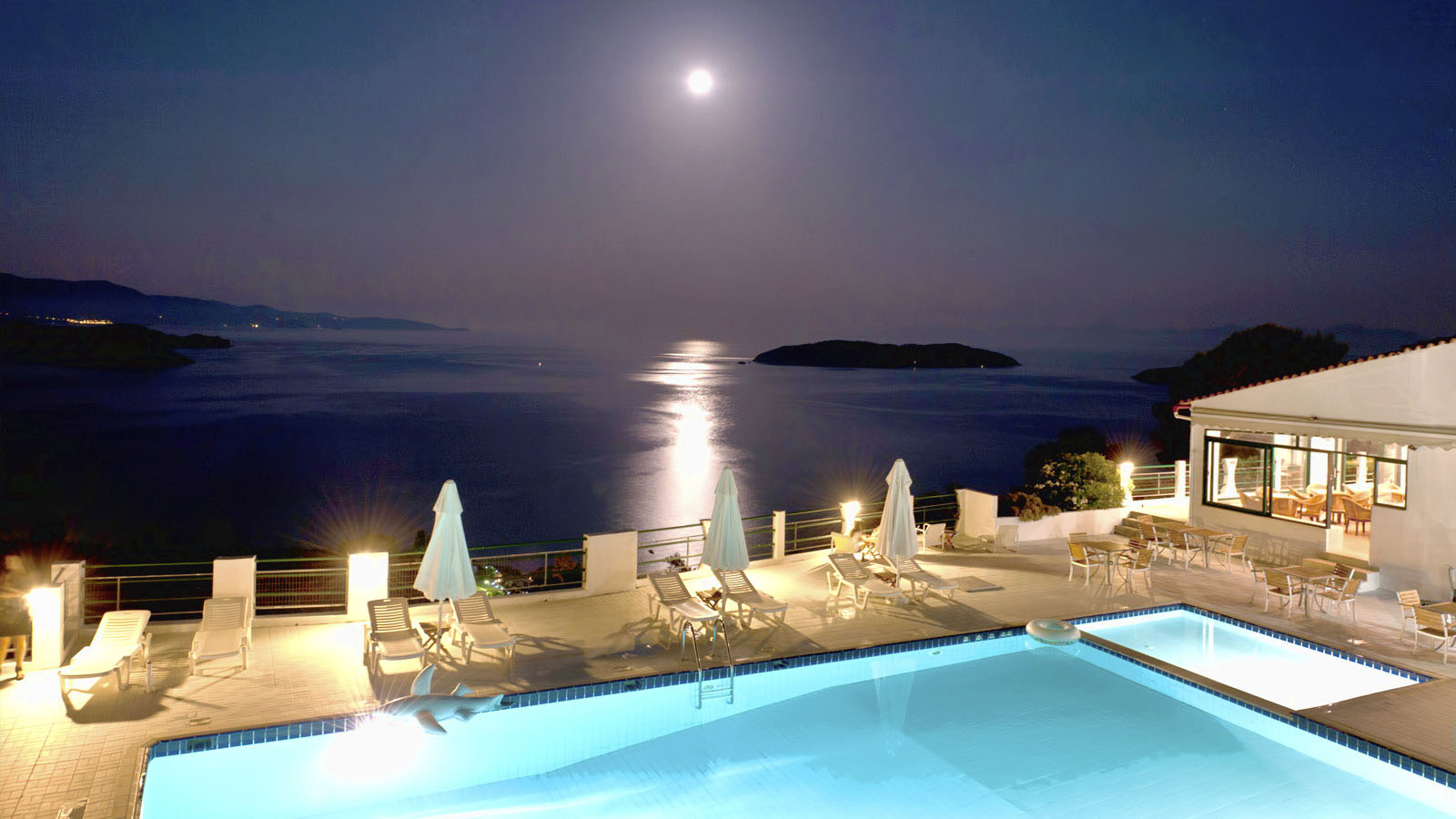Skiathos club hotel and suites in skiathos island for Skiathos hotels